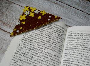 Оригинальная закладка для книг из фетра