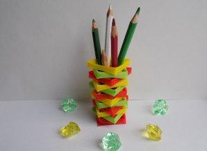 Делаем подставку под карандаши из трубочек для коктейля
