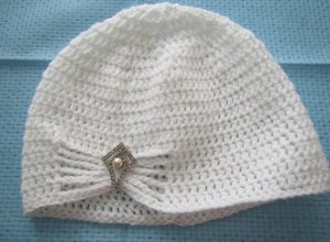 Вяжем шапочку для девочки крючком