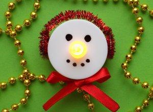 Делаем ёлочную игрушку «Снеговик-светильник»