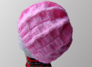 Вяжем весеннюю шапочку спицами