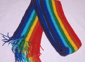 Вязаный радужный шарф