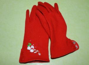 Декорирование перчаток «французскими узелками»