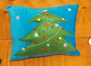 Как сшить новогоднюю подушку своими руками