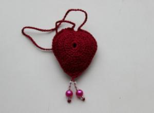 Как связать ароматную подвеску-сердечко крючком