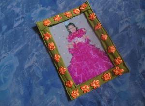 Делаем мягкую рамку для фотографии с вышитыми цветами