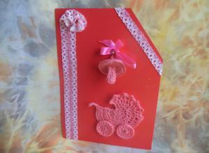 Делаем открытку «Поздравляем с новорожденной!» с вязанными элементами