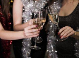 С кем встретить Новый год: с семьёй или друзьями?