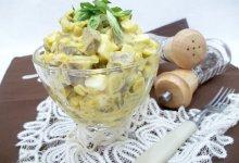 Салат с сердцем, яйцами и луком