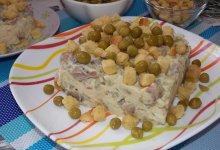 Картофельный салат с соленой рыбой