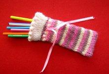 Как связать спицами пенал для художественных или школьных принадлежностей