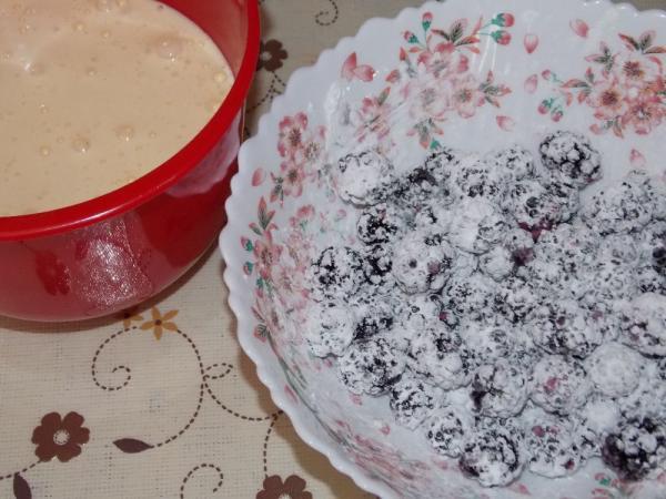 Бисквитный пирог с ежевикой - рецепт пошаговый с фото